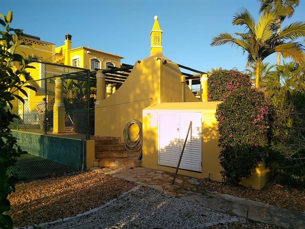 Algarve solar swimming pool heating for Swimming pool energy consumption